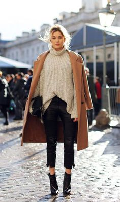 Winter Fashion Inspo: 25 Stylish Cold Weather Outfit Ideas 25 Stylish Winter Outfits to Copy Now - Gray oversized turtleneck sweater, off-the-shoulder styled camel coat, cropped leather pants, and black ankle boots Cool Street Fashion, Look Fashion, Autumn Fashion, London Street Fashion, Size 14 Fashion, London Fashion Week 2018, Fashion Women, Fashion Blogger Style, Fashion 2014