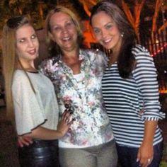 Mariana Bambini veste Blusa Athenas (esquerda)