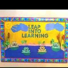 Springtime bulletin board Frog Theme Classroom, New Classroom, Classroom Design, Preschool Classroom, Classroom Decor, Frog Bulletin Boards, Ocean Bulletin Board, Free Preschool, Preschool Printables