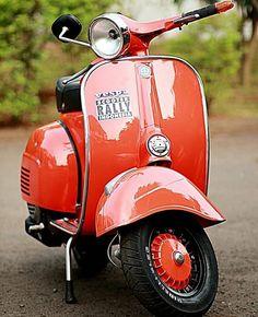 Moto Vespa, Red Vespa, Vespa Ape, Piaggio Vespa, Lambretta Scooter, Scooter Motorcycle, Vespa Scooters, Vespa Girl, Scooter Girl