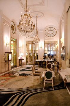 Au Meurice .. Paris 1er love the chandelier - need 3 like this down the corridor...