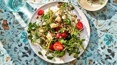 Watercress, Strawberry, and Toasted-Sesame Salad Fresh Salad Recipes, Yummy Pasta Recipes, Healthy Lunches, Healthy Eats, What's Cooking, Cooking Recipes, Matzo Meal, Watercress Salad, Vegetarian