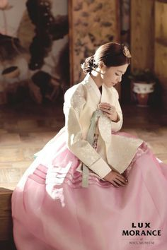 Pretty korean actress in her hanbok wedding dress