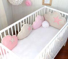 tour de lit b b fille nuage et chats 5 coussins ton ros et taupe linge de lit enfants. Black Bedroom Furniture Sets. Home Design Ideas