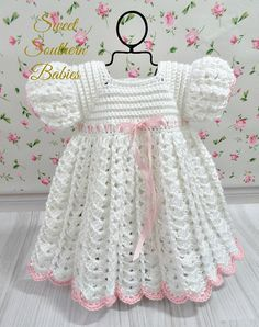 White crochet baby dress set w Crochet Baby Dress Pattern, Baby Girl Crochet, Crochet Baby Clothes, Baby Knitting Patterns, Baby Patterns, Crochet Patterns, Vestidos Bebe Crochet, Baby Girl White Dress, Dress Girl