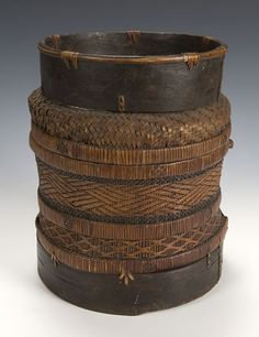 Chokwe basket, Angola, natural fibres & molded bark - via andresmoragatextileart.com