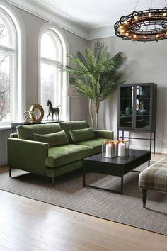 [New] The 10 Best Home Decor (with Pictures) - Cozy Livingroom. Love the green sofa! Divani Design, Sofa Colors, Colours, Naomi Watts, Interior Design Studio, Living Room Inspiration, Daily Inspiration, Elle Decor, Home Living Room