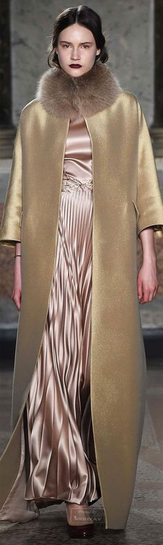 Catwalk photos and all the looks from Luisa Beccaria Autumn/Winter Ready-To-Wear Milan Fashion Week Luisa Beccaria, High Fashion, Fashion Show, Womens Fashion, Fashion Design, London Fashion, Fall Winter 2015, Autumn Winter Fashion, Glamour Moda