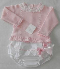 Mi muñeca se llama Paula : Precios mas bajos.REBAJAS VERANO 2014 Baby Girl Pants, My Baby Girl, Knitting For Kids, Baby Knitting, Baby Kind, Baby Socks, Cute Baby Clothes, Baby Sweaters, Kind Mode