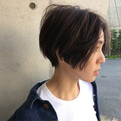 Short with slope Girl Short Hair, Short Hair Cuts, Hair Inspo, Hair Inspiration, Queer Hair, Medium Hair Styles, Short Hair Styles, Cabello Hair, Hair Reference