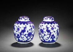 A pair of blue overlay Peking glass oviform vases. 18th/19th century. Photo Bonhams - Photo de Verres de Pékin: Beijing Glass - A.lain R. T.ruong