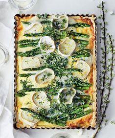 Asparagus and goat cheese quiche Goat Cheese Quiche, Savoury Baking, Parsa, Avocado Toast, Asparagus, Feta, Risotto, Zucchini, Favorite Recipes