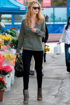 Rosie Huntington Whiteley in khaki jumper, black skinny trousers, taupe ankle boots and Givenchy bag - Outfit ideas and street style inspiration - #fashion #outfits #rosiehw