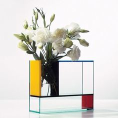 A vase with style, or should we say, with De Stijl? Clearly inspired by the work of Dutch artist Piet Mondrian, the Mondri 3 in 1 Vase is a . Piet Mondrian, Mondrian Kunst, Flower Vase Design, Flower Vases, Cool Ideas, Philadelphia Museum Of Art, Art Deco, White Vases, Blue Vases