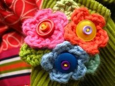 Teeny Tiny Flowers Brooch | AllFreeCrochet.com