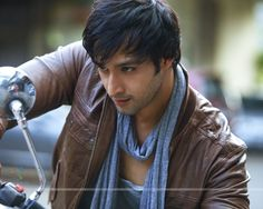 http://img.india-forums.com/wallpapers/1280x1024/211863-saurabh-raj-jain.jpg