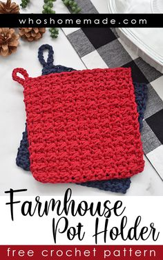 Farmhouse Pot Holder Free Crochet Pattern This pot holder crochet pattern is quick, easy, and beginner friendly! Perfect for stocking stuffers, holiday gifts, or for craft markets! The pattern takes l Crochet Hot Pads, Crochet Pig, Crochet Home, Diy Crochet, Crochet Geek, Quick Crochet Gifts, Crochet For Beginners, Beginner Crochet Projects, Crochet Basics