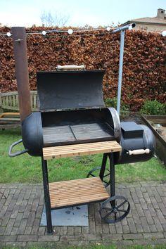 diy bbq lpg-tank Bbq Pit Smoker, Diy Smoker, Fire Pit Bbq, Homemade Smoker, Patio Grill, Diy Grill, Barbecue Design, Grill Design, Oil Drum Bbq