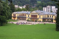 19 July 2014 Bad Ischl, Austria The bride: Archduchess Magdalena of Austria is empress Sisi's great-great-granddaughter. Budapest, Impératrice Sissi, Joseph, Villa, Elisabeth, Noblesse, Beautiful Places, Architecture, House Styles