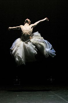 1000 images about danse contemporaine on pinterest rei kawakubo en vogue and ballet photography. Black Bedroom Furniture Sets. Home Design Ideas
