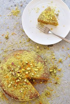 honey cake Bursting with the delicious flavours of the Mediterranean, this Orange, Pistachio and Honey Polenta Cake, is naturally gluten free, dairy free AND refined sugar free. Cereal Recipes, Baking Recipes, Dessert Recipes, Gluten Free Cakes, Gluten Free Baking, Orange Polenta Cake, Lemon Polenta Cake, Polenta Cakes, Pistachio Cake