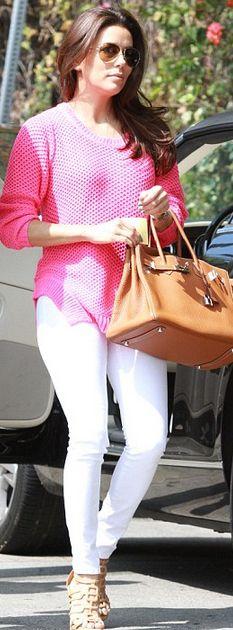 Who made  Eva Longoria's tan handbag and pink sweater?