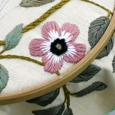 Embroidery Stitches Tutorial, Flower Embroidery Designs, Learn Embroidery, Embroidery Art, Embroidery Patterns, Sewing Basics, Sewing Hacks, Rangoli Ideas, Sewing Clothes