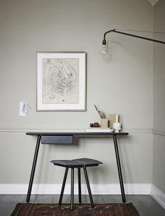 Skagerak   bureautafel Georg zwart gebeitst eikenhout   houten bureau
