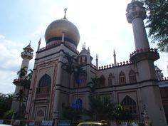 This mosque has a great name that was named after her. Want to know more?? Contact our chauffeur at http://www.singaporecitytour.com.sg/