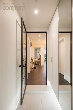 공간마다 특색 있는 복도식 아파트 작은집 꾸미기 : 25평 거실 인테리어 : 네이버 블로그 Oversized Mirror, Divider, Interior, Room, Furniture, Home Decor, Bedroom, Decoration Home, Room Decor