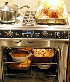 The Oven Space/Time Continuum: How Do You Schedule Oven Time for Your Thanksgiving Dinner?