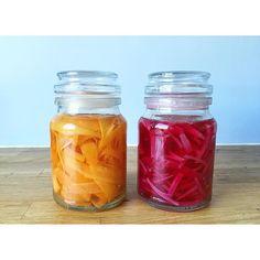 Sukkerfri, syltede gulerødder og rødløg står nu klar til brug i køleren 😋👌🏼 #sundevaner #inspiration #motivation #gethealthy #hjemmelavet #sukkerfri #udentilsatsukker #sundt #sundhed #kostvejleder #madinspiration #sundinspiration #sundmad #grøntsager #salat #inspiration #fit #fitfam #fitfamdk #træning #træningsmotivation #vægttab #sundtoglækkert #sunderehverdag #sunderevalg inlagd picklad rödlök morot