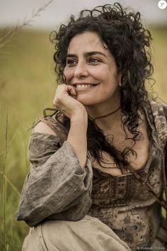 Letícia Sabatella é Antônia, mãe de Joaquina (Mel Maia / Andreia Horta), na novela 'Liberdade, Liberdade'