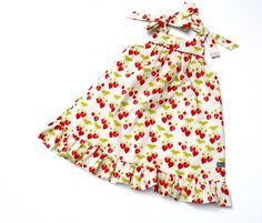 The Summer Picnic Dress - a free pattern from The Cottage Mama available in Sizes 12M through 4T. [SewSet]