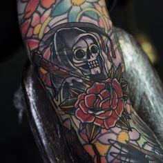 Grim by Philip Yarnell (@ philipyarnelltattoos) Done at @ sbldnttt Leg Tattoos, Black Tattoos, Blast Over Tattoo, Body Is A Temple, Having A Blast, Grim Reaper, Traditional Tattoo, Body Art, Piercings