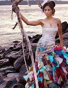 that would make an awesome and unique wedding dress...wish i wouldve known...lol