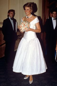 """18 JULY 1988 PRINCESS DIANA IS A CLASSIC BEAUTY AT THE PERFORMANCE OF """"LA…"""