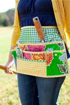 Sewing Projects To Sell Oilcloth Addict - Feeding your Oilcloth Addiction with tips and tutorials with Modern June: Sewing with Oilcloth: Garden Apron Diy Sewing Projects, Sewing Hacks, Sewing Crafts, Sewing Tips, Sewing To Sell, Love Sewing, Sewing Aprons, Apron Sewing Patterns, Half Apron Patterns