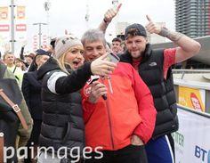 Jay e @AlionaVilani no #SportRelief em Londres, na Inglaterra. (20 mar.)