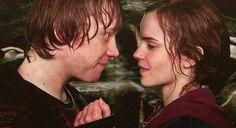 Rupert Grint préfère d'oublier la scène où il embrasse Emma Watson au film Harry Potter