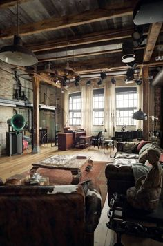 WOOD,BRICK,GLASS,HIGH CEILINGS..PERFECT.•●♡●•