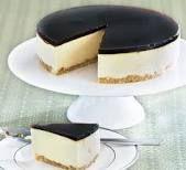 Baileys no bake cheesecake set with gelatine. Uses quark and mascarpone Baileys Cheesecake, Cheesecake Recipes, Coffee Cheesecake, Blueberry Cheesecake, Cupcakes, Cupcake Cakes, Bbc Good Food Recipes, Yummy Food, Amazing Recipes