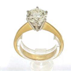 Solitair ring 1.72ct. 18K geelgouden solitair ring gezet met een briljant geslepen diamant van 1.72ct, kleur J & helderheid P1. Diamant is gezet in een 6-poots draadchaton. #ring #rings | ringen | gouden ring | golden rings | golden rings design | vintage rings | trouw ring | trouw ringen goud | verlovingsring goud | sieraden amsterdam | #spiegelgrachtjuweliers SpiegelgrachtJuweliers.com Vintage Gold Rings, Vintage Jewelry, Luxury Watches, Jewels, Engagement Rings, Antiques, Amsterdam, Cake Recipes, Design