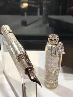 The collectors of Montblanc expensive pens, both its vintage models and its newer limited editions, will be crazy about its most recent limited edition luxury pen. Montblanc is releasing a one-of-a-kind diamond pen with singular features, paying tribute t Stylo Art, Expensive Pens, Luxury Pens, Vintage Pens, Fountain Pen Ink, Mont Blanc Fountain Pen, Pen Collection, Best Pens, Hannibal Barca