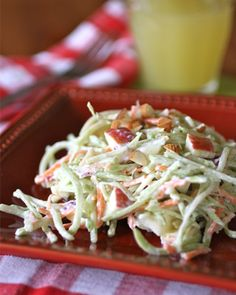 Perfect for a picnic! Gluten-free Friday: Creamy and light broccoli slaw