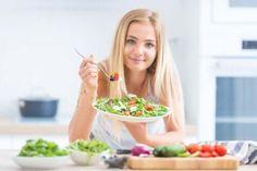 Koktajle bananowe na odchudzanie - Krok do Zdrowia Healthy Salads, Healthy Eating, Menu Dieta, Dieta Paleo, Kefir, Arugula, Pcos, Celery, Aloe Vera