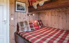 Roger's Hytteside - Den ferdige hytta New Homes, Small Space Living, Cabin Bedroom, Mountain Cabin, Small Spaces, Cottage Interiors, Home, Home Staging, Home Decor