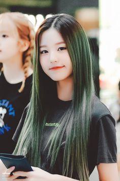 (Credits to the real owner/s) Cute Girl Pic, Cute Girls, Guys And Girls, Kpop Girls, Korean Girl Fashion, Asian Fashion, Cute Japanese Girl, Uzzlang Girl, Woo Young