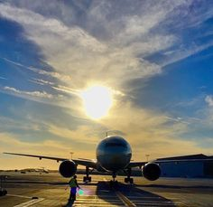 #decomil #b777 #boeing #boeing777 #boeinglovers #flag #flagcase #pilot #plane #AirForce #sky #sunrise #sun #blue #yellow #goodmorning #marinecrops #morning #America #amazon #coin #usa #merica #navy #smile #fly #insta #PhotoOfTheDay