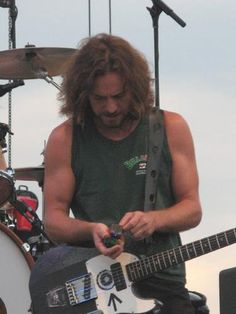 lifewasted:    headbangerguys:    His Arms!! :O    Yes. He has some fucking fantastic arms.